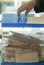Mano votando